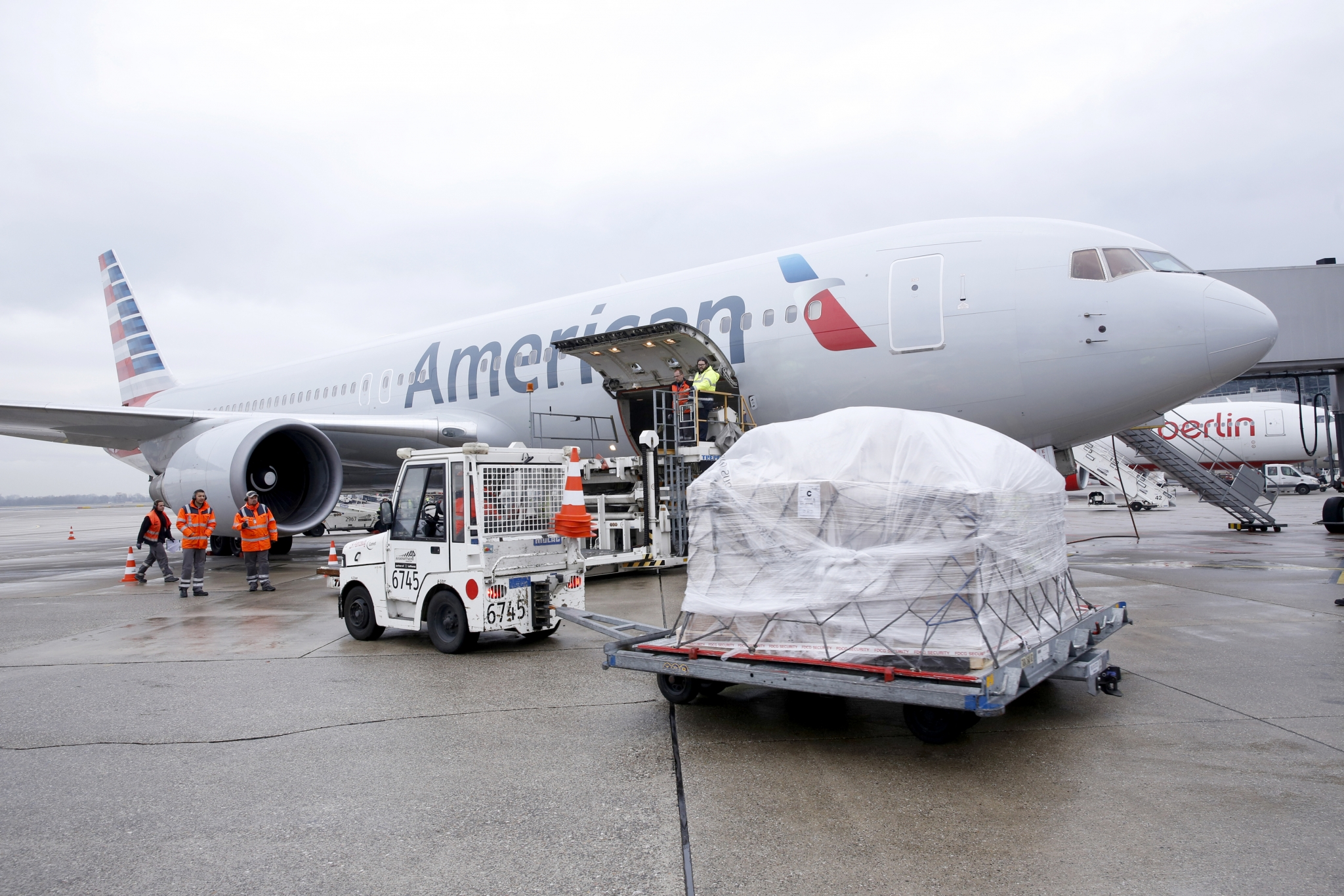 American Airlines Cargo Expands European Trucking